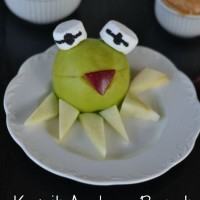 Kermit the Frog Apple & Peanut Butter Fluff Snack
